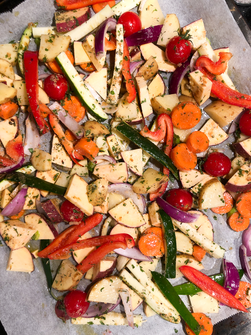 Read more about the article Veggie traybake, EAT THE RAINBOW
